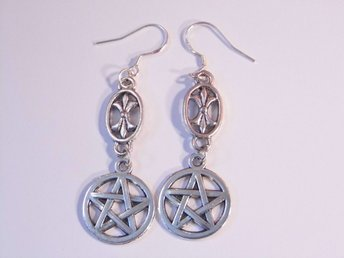 Pentagram örhängen / Pentagram earrings