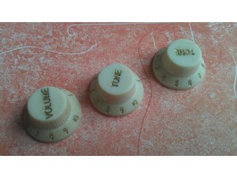 Stratocaster Aged and Relic Knobs Off White Set Fender