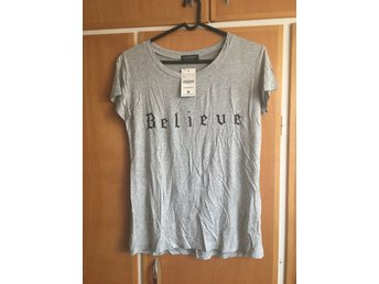 "Top med text, ""believe"", stl XL"