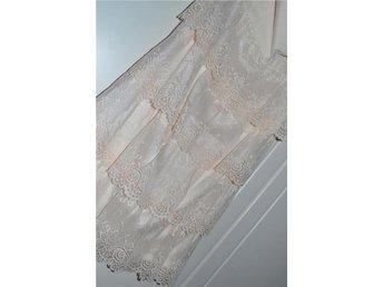 Grädd vit, bandeau klänning, spets. Storlek 34 - Habo - Grädd vit, bandeau klänning, spets. Storlek 34 - Habo