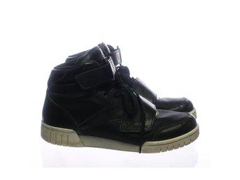 Reebok, Sneakers, Strl: 37.5, Svart/Vit - Stockholm - Reebok, Sneakers, Strl: 37.5, Färg: Svart, VitVaran är i normalt begagnat skick. Vissa tecken på användning finns (Mycket små fläckar på vänster tåspets och på höger sko baktill) Om hur vi bedömmer skick: Varan säljs i befintligt  - Stockholm