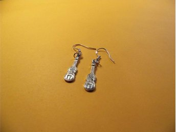Fiol örhängen / Violin earrings