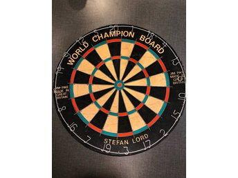 """Stefan Lord world champion board"" darttavla i nyskick"