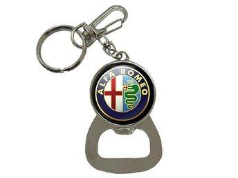 Alfa Romeo Nyckelring Med Kapsylöppnare Flasköppnare - Kuala Lumpur - Alfa Romeo Nyckelring Med Kapsylöppnare Flasköppnare - Kuala Lumpur
