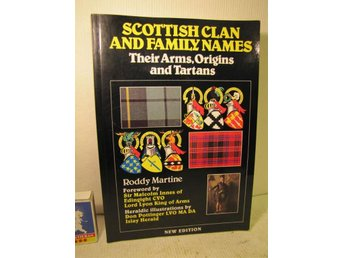 Bok Scottish Clan and family names Their Arms Origins and Tarlans 224sid 1987
