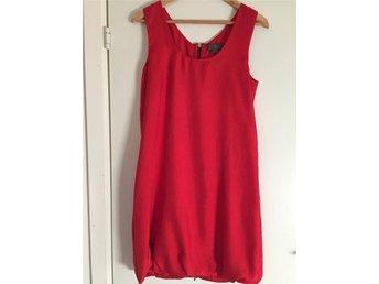 Röd Alexander McQueen McQ klänning m. dragkedja i storlek 38 - Ljungbyhed - Röd Alexander McQueen McQ klänning m. dragkedja i storlek 38 - Ljungbyhed