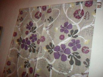 Mönsteranpassade panelgardiner i grå grundfärg och härliga färger i sitt mönster - Vänersborg - Mönsteranpassade panelgardiner i grå grundfärg och härliga färger i sitt mönster - Vänersborg