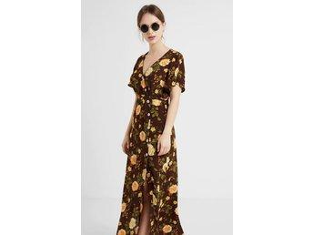 Retro grön blommig långklänning fin modell kort arm 70 tal