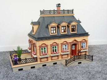 Playmobil 5305 Small Victorian Dollhouse (1990)