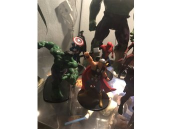 Javascript är inaktiverat. - Malmö - Några av Avengers teamet plus lite till. Captain america, Thor, Spider-Man, Hulken, bad Guy från Andra Thor filmen, Red skull från Captain America, Groot och rocket och Star Lord. - Malmö