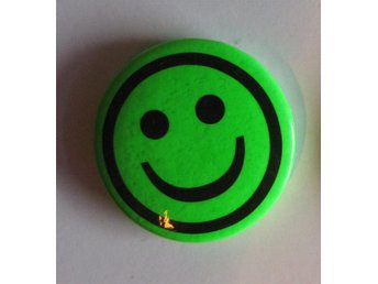 Knapp pin grön smiley glad emoticon fin rolig accessoar fin kul present barn