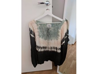 One teaspoon storlek S blus dip dye