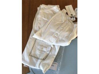 Javascript är inaktiverat. - Våxtorp - HELT NY!Ekologisk 2-delad pyjamas från Cotton & Button.Förstärkning på knäna och armbågar, 100% ekologiskt bomull. Färg: VitÅlder: 18 månPris i butik: fr. 400:-Kort auktion!Buden är bindande.Köparen står för frakten och jag ansvara - Våxtorp