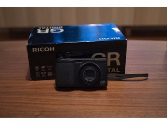 Ricoh GR Digital + Hood & adapter GH1 | Superskick!