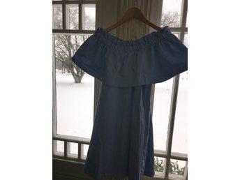 Javascript är inaktiverat. - Fristad - Superfin klänning från H&M. Storlek 36. Använd 1 gång. Köparen står för frakten. Inga byten är tillåtna. Om du köper mer av mina auktioner så kan vi ordna fraktkostnaden, då det blir en mindre summa i frakt i många fall.Betalningen  - Fristad