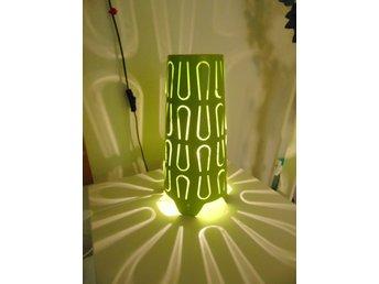 IKEA lampa Kajuta, försommargrön bordslampa