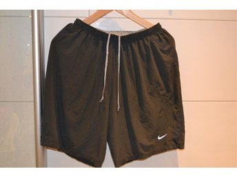 Gråa Nike shorts, strlk Medium