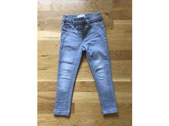 Next leggings/jeans, strl 104 - Nacka - Next leggings/jeans, strl 104 - Nacka