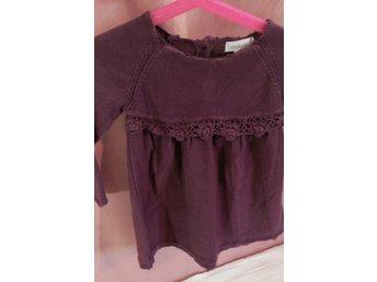 Newbie lila tröja i stl 80 med söta detaljer