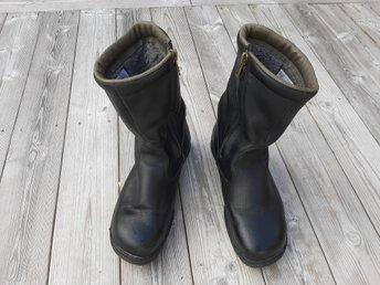 Svarta fodrade fina Arbesko Stålex skinn stövlar kängor boots skor stålhätta 45