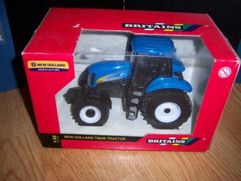 Traktor Britains New Holland T8040