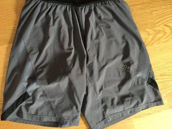 Javascript är inaktiverat. - Jönköping - Fina shorts från Gore Running Wear. Shortsen har sydda innerbyxor vilket ger en sval känsla. Nästan nya då dom bara blivit liggande sen förra sommaren.Storlek: Large - Jönköping