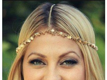 """Snygg guldig hårsmycke! Helt Ny! - Stockholm - Mycket snygg hårsmycke, I guld och kedjor, Går att justera storleken, Aldrig använd, """" kolla gärna in mina andra annonser, kommer lägga upp supersnygga o olika saker"""" - Stockholm"""