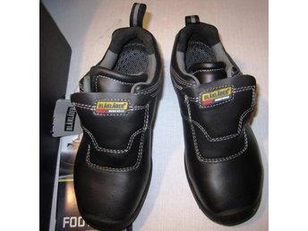 Javascript är inaktiverat. - Klippan - Skyddsskor Blåkläder strl 37 nya, mycket bra skor, slät sula gör inga spår. tåler hög värme, snabb spänne Se bilder för utseende och skick Samfraktar - Klippan