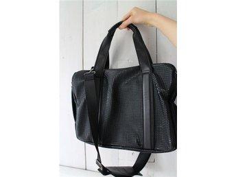 Zara väska i svart läderimitation - Ljungbyholm - Zara väska i svart läderimitation - Ljungbyholm