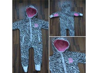 Barracuda Heldräkt 86-92 Zebra Onsie jumpsuit rosa vit svart mönstrad djur - Sundsvall - Barracuda Heldräkt 86-92 Zebra Onsie jumpsuit rosa vit svart mönstrad djur - Sundsvall