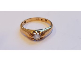 Ring m vit sten 18k kattfot 3,1g 15,6mm 10775-9