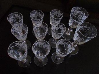 11 handgjorda glas med utanpåliggande mönster VINTAGE retro - Nora - 11 handgjorda glas med utanpåliggande mönster VINTAGE retro - Nora