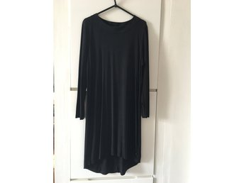 f8e255fa71b4 Svart enkel klänning   Fint fall (342108341) ᐈ Köp på Tradera