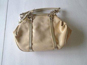 Väskor ᐈ Köp Väskor online på Tradera • 20 993 annonser 4318e146817b0