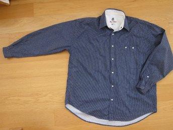 Snygg marinblå skjorta med vita prickar storlek L First Choice - Fotö - Snygg marinblå skjorta med vita prickar storlek L First Choice - Fotö
