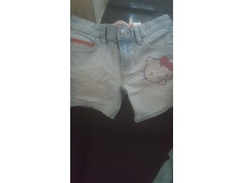 Hello Kitty shorts med tryck av Hello Kitty 110