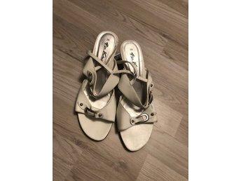 Vita sandaler med klack 4cm, retro i fint skick strl 39