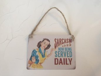 "Retro stilfull skylt metall ""Sarcasm now being served daily"""