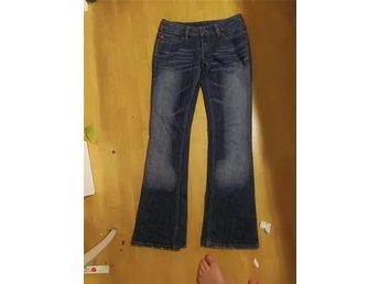Javascript är inaktiverat. - Varberg - Diesel jeans bootcut i fint skick storlek 27. - Varberg