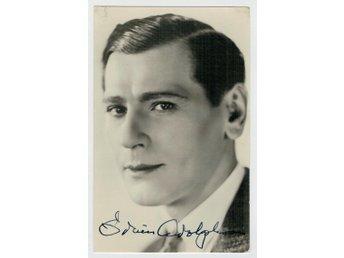 Javascript är inaktiverat. - Uddevalla - Gustav Edvin Adolphson, född 25 februari 1893 i Furingstad i Östergötland, död 31 oktober 1979 i Solna församling, var en svensk skådespelare. Han är begravd på Solna kyrkogård. - Uddevalla