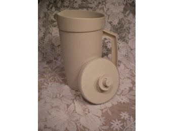 TUPPERWARE STOR MULTIKANNA 1,5 LITER .