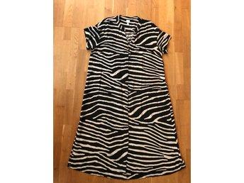Djurmönstrad klänning H&M 44retro vintage nyski.. (421487964