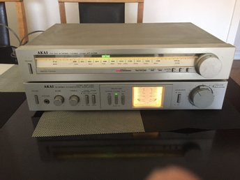 AKAI STEREO INTEGRATED AMPLIFIER AM-U01 & AKAI FM AM STEREO TUNER AT-K02
