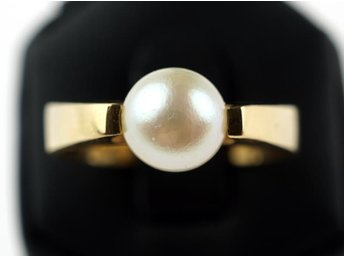 RING, 18K, 17,25mm, 4,74g, odlad pärla 7mm, guld, b: 2,8-4,8mm.