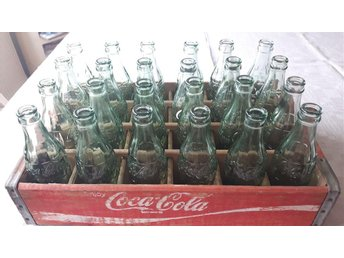 Coca Cola flaskor i back - Hässelby - Coca Cola flaskor i back - Hässelby