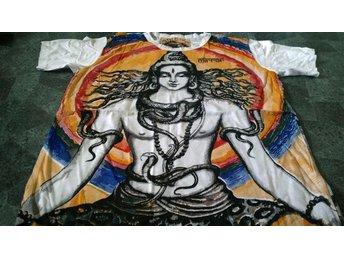 T-Shirt. Vit. Mirror. Shiva. Large - Solna - T-Shirt. Vit. Mirror. Shiva. Large - Solna