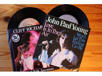 Vinyl, 2 st singlar, Cliff Richard, John Paul Young