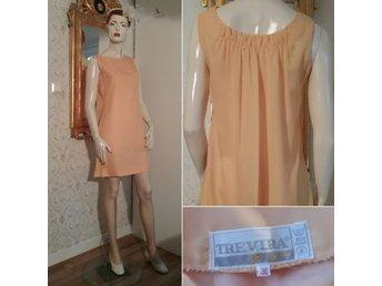Vintage retro ljust orange gul klänning kortkort chiffong armlös 60 tal