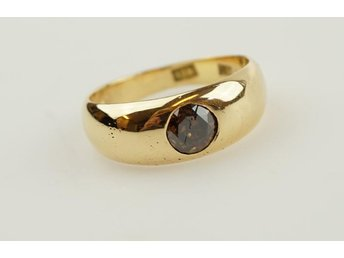 Ring med brun briljant, 18k, 6,3g, stl: 17,5mm.
