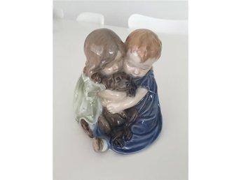 Royal Copenhagen Figurin Barn kramar hund 15 cm - örebro - Royal Copenhagen Figurin Barn kramar hund 15 cm - örebro